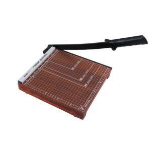 แท่นตัดกระดาษขนาด 10×10 นิ้ว ฐานไม้ AROMA 1010 ใช้ตัดกระดาษ B5 (18.2×25.7 ซม.)